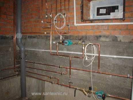 Монтаж распределительной гребенки теплых полов системы отопления загородного дома.