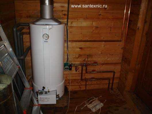 Монтаж системы отопления дома.  Двухконтурный газовый котел и фрагмент...
